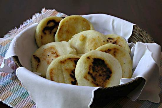 http://www.victoria-adventure.org/more_than_links_images/VIC4/arepas1.jpg